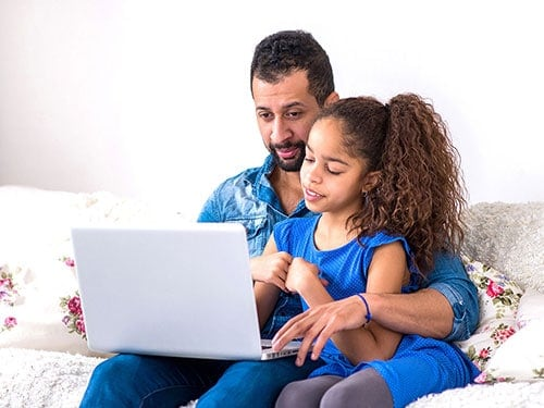 parent with child ordering online